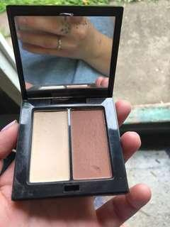 Highlighting/contouring pressed powder