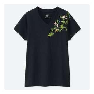 uniqlo x studio sanderson floral embroidered tshirt in black