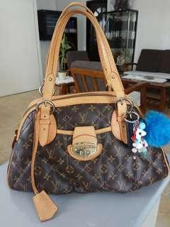 Ukay2x Louis Vuitton large quilted bag