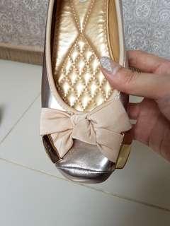 REPRICE Sepatu Flat gold.