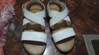 White flat sandals parisian