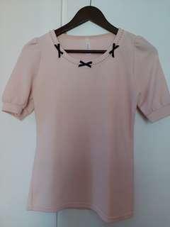 粉紅色上衣