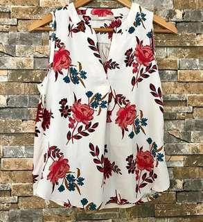 SALE! Branded overrun Floral top!