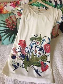 New BCBG MAXAZRIA dress flower and peacocks  size M or tight L