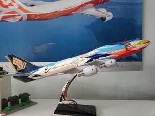 Singapore Airline B747-400 Tropical Livery Desktop Model