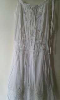 Elle beautiful white dress