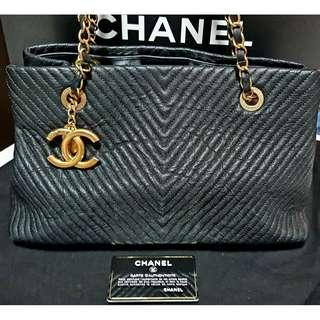 CHANEL Handbag Black