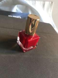 Estée Lauder 紅色指甲油