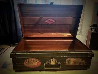 Antique Iron trunk from England 英國古董鐵箱