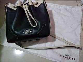 Authentic Coach Slingbag/Crossbody (in Midnight & Chalk) Cheapest in Carousell!