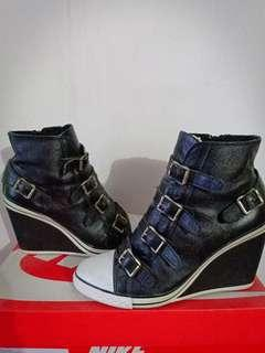 Boot wedges ash