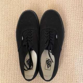 Vans - Black Low Tops