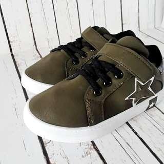 Sepatu anak Star