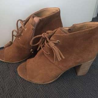 Heels size 7