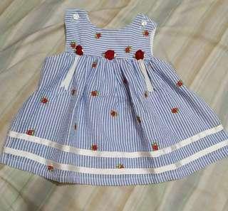 Sleeveless flower embroidered blouse