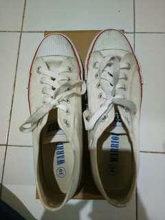 Sepatu WARRIOR WHITE