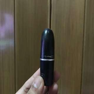 Lipstick MAC shade Ruby Woo