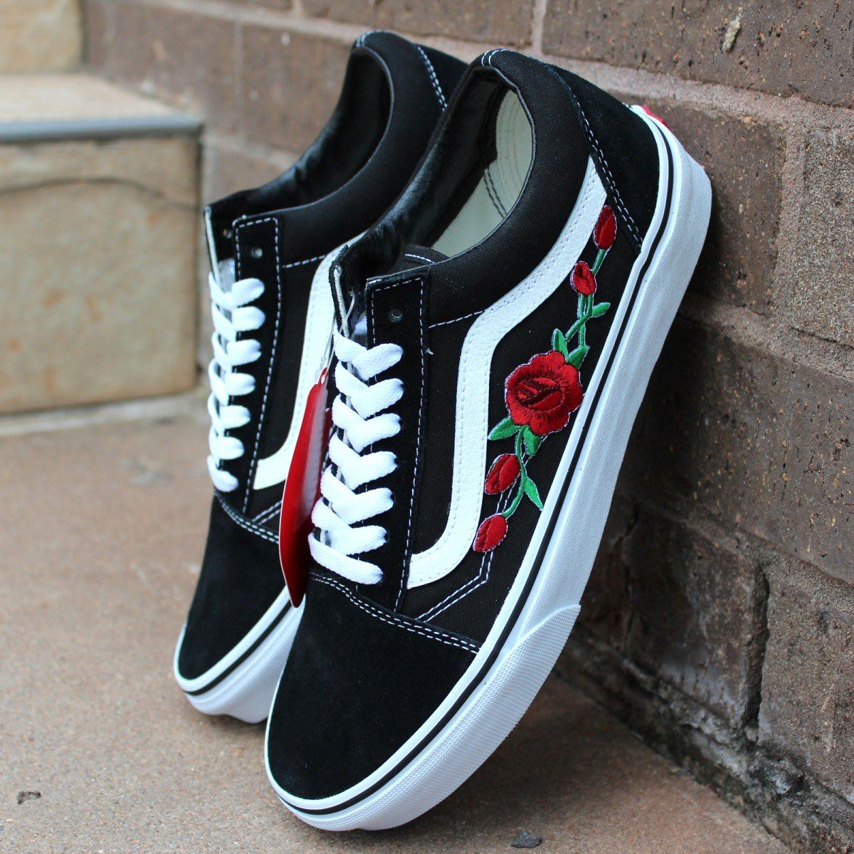 0b360b2de5bf AUTHENTIC VANS rose embroidered old skool