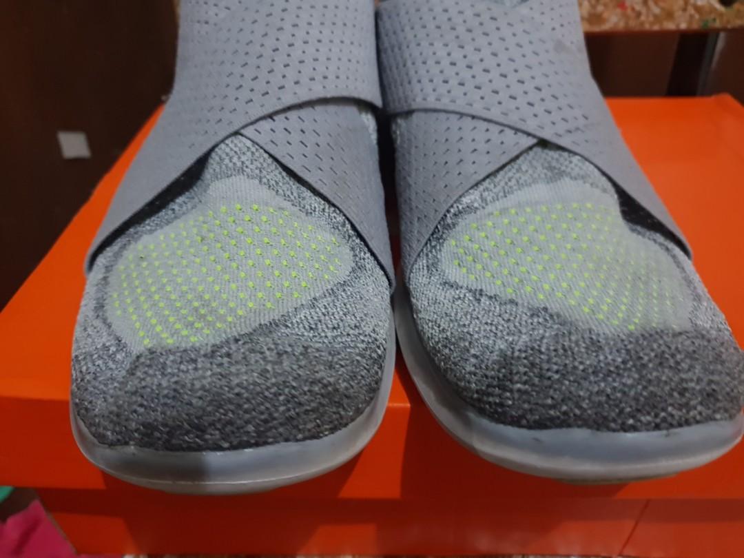 sale retailer 50456 e5b2b Original Nike Free RN Motion FlyKnit (size 9.5 men s)- w  box, Men s  Fashion, Footwear, Sneakers on Carousell