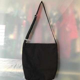 🚚 Black Sling Bag (strap adjustable) [INSTOCKS] HOTSELLING