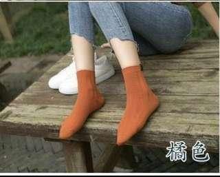 🚚 橘色中筒棉襪