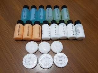 全新 韓國帶回 旅行清潔組 (含沐浴精, 洗髮精, 潤髮乳, 身體乳, 肥皂)