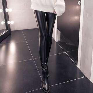 🚚 全新-Pazzo黑色內刷毛膏質感霧面皮質皮褲內搭褲legging❣S號