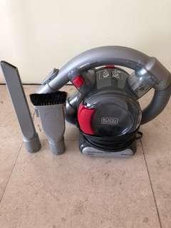 Car vacuum (Black + Decker)