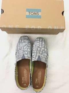 Toms Grey Chambray good as new size 6