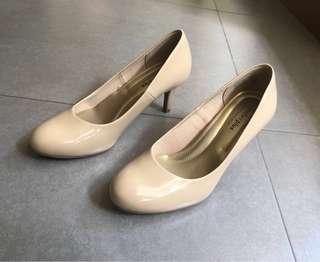 Comfort Plus (Payless) women's nude pumps / shoes w heels 6.5