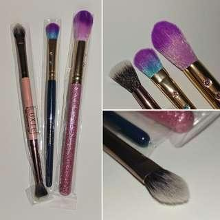 3 NEW makeup brushes