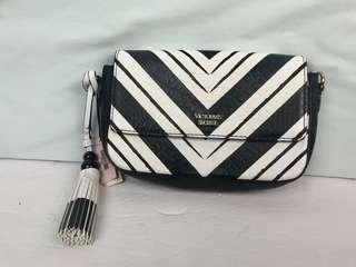 NWT Victoria's Secret Wicked Downtown Crossbody-Black/White ( missing crossbody strap)