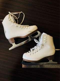 Kid ice skating shoes