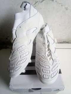 Sepatu bola Adidas size 43 1/3