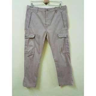 W34 Levis Slim Straight Cargo Multi-pocket Pants. (Original)