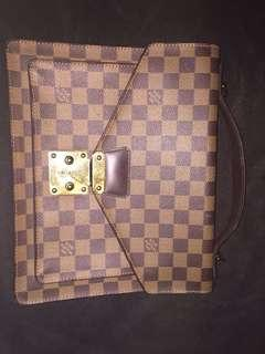 Louis vuitton damier caissa hand bag