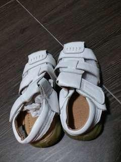 BN white sandals for 4 to 6 years old girl