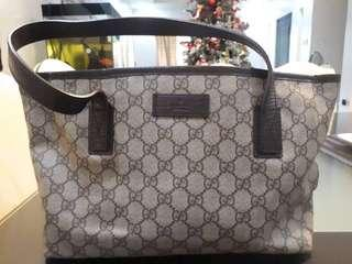 Gucci tote bag w/dust bag