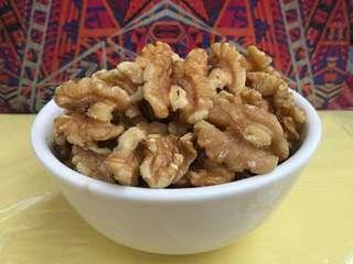Raw wallnuts
