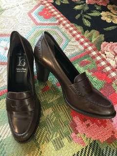 Italian preppy leather heels in burgundy