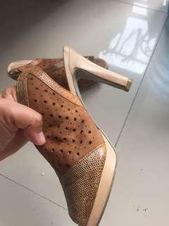 sepatu elle