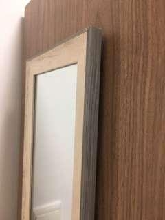 型格直身鏡:尺寸22cm(W)x145cm(H)
