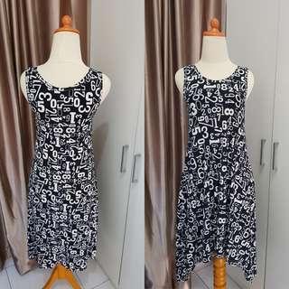 Dress hitam super lucu dan gemes motif dan modelnya, bagus banget dipakenya.Bahan stretch yg nyaman dipake