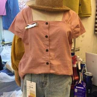 🚚 粉色排釦上衣 (胸50長56)