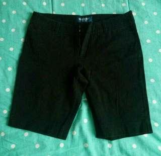 Celana pendek wanita
