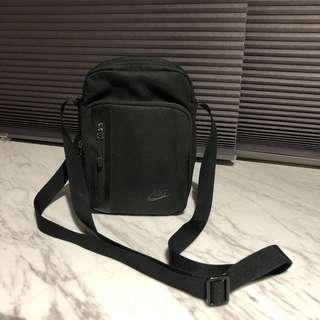 🚚 NIKE 小側背包