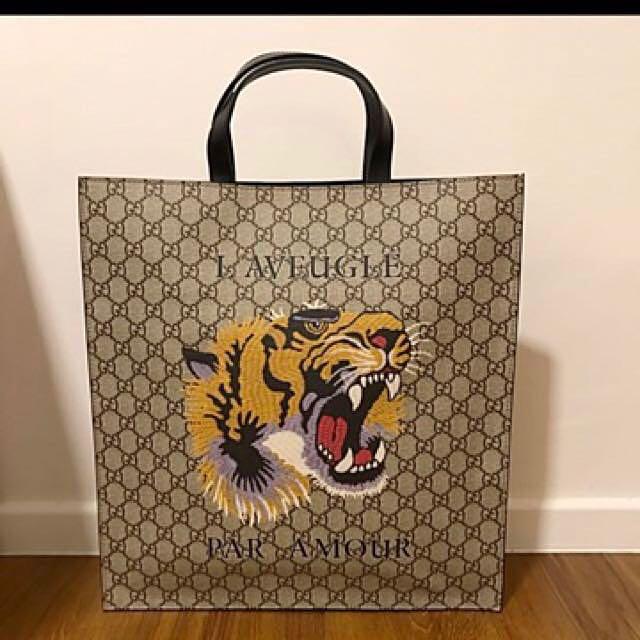 14f23441e9c Gucci Tiger Print Soft GG Supreme Tote