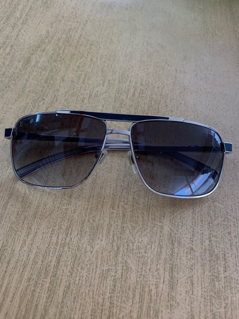 fb91de10bef6 Louis Vuitton Persuasion Aviator Men's Sunglasses, Men's Fashion,  Accessories, Eyewear & Sunglasses on Carousell