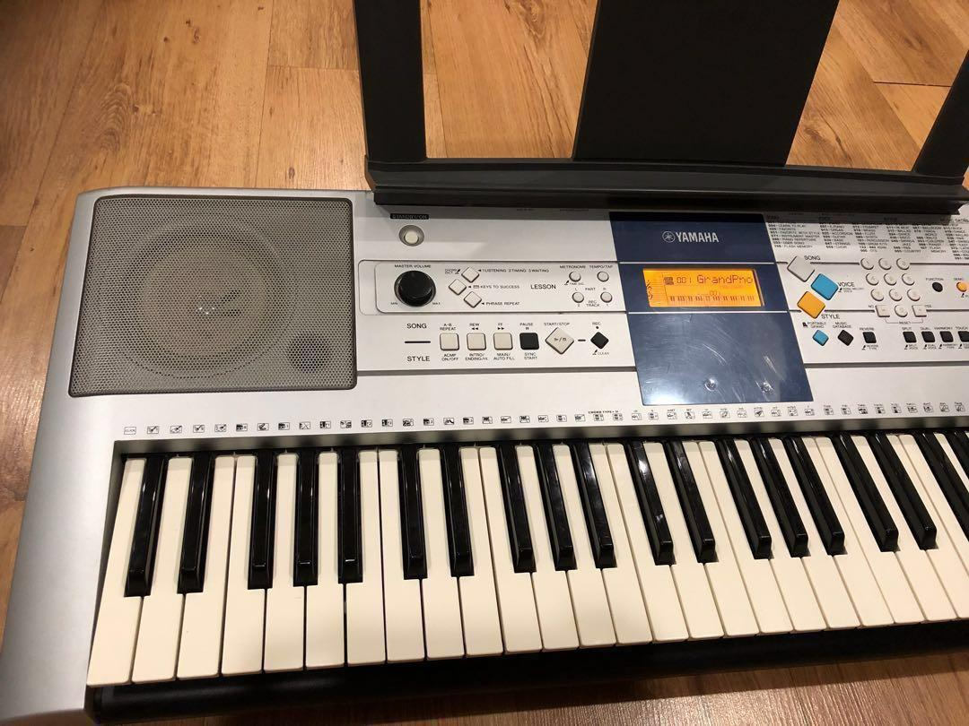 Yamaha Keyboard PSR-E323, Music & Media, Music Instruments
