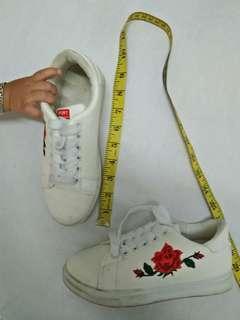 Kasut bunga